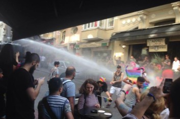 istanbul-gay-pride-parade-attacked-by-police