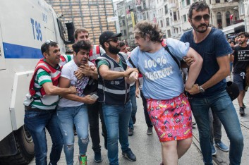 Trans_Pride_March_Istanbul_2016_by_Kaos_GL